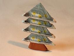 ein weihnachtsbaum aus geldscheinen basteln gestalten. Black Bedroom Furniture Sets. Home Design Ideas