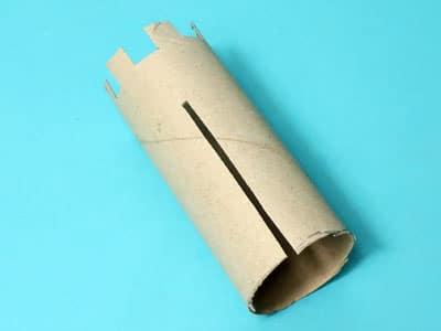 Papprolle einschneiden