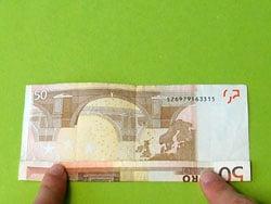einen Sattel aus einem Geldschein falten