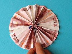 Ein Geldgeschenk Als Sonnenschirm Basteln Gestalten