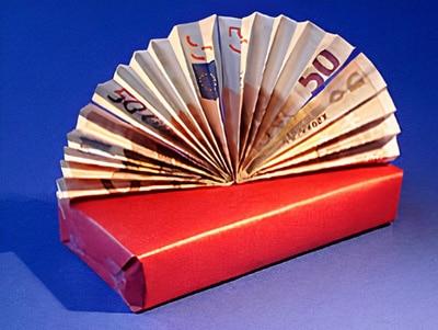 ein Geldgeschenk verpacken