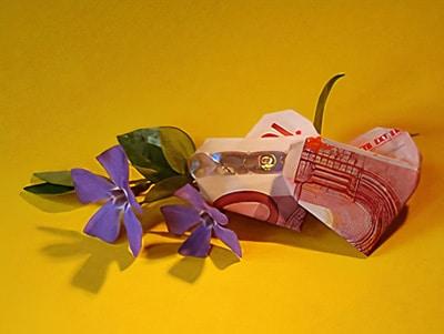 Ein Geldgeschenk Falten Wie War S Mit Einem Herzen Basteln