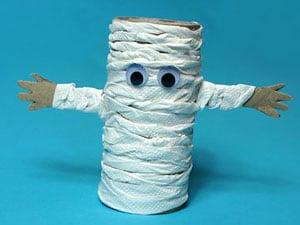 Mumien aus Papprollen