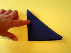 Schritt 3: linke Hälfte über die rechte falten