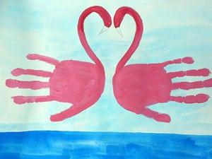 Flamingos aus 2 Handabdrücken