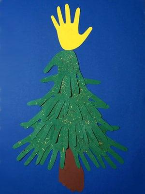 weihnachtsbaum mit hand und fu basteln gestalten. Black Bedroom Furniture Sets. Home Design Ideas