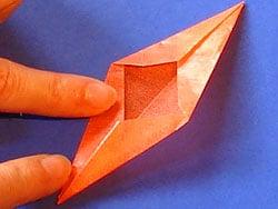 Einen Weihnachtsstern aus Transparentpapier basteln