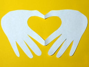 Ein Herz Basteln Aus Den Handen Geformt Basteln Gestalten