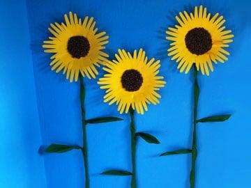 Basteln Sommer sonnenblumen mit handabdruck basteln gestalten