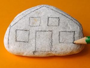 ein stein haus malen basteln gestalten. Black Bedroom Furniture Sets. Home Design Ideas