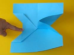 ein bilderrahmen aus papier basteln gestalten. Black Bedroom Furniture Sets. Home Design Ideas