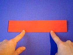 ein Papierflugzeug basteln