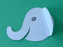 ein Elefant aus Tonpapier