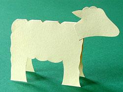 ein Schaf aus Tonpapier