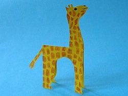 eine Giraffe aus Tonpapier