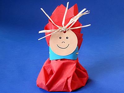 So kannst du auf einfache Weise kleine Geschenke kreativ verpacken: