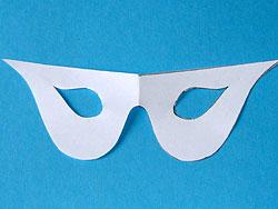 Bastelanleitung für eine Maske