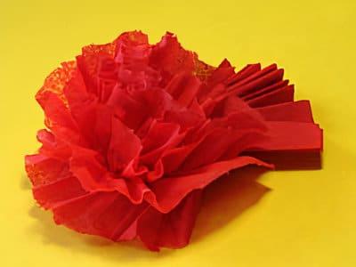 eine servietten rose zum versch nern basteln gestalten. Black Bedroom Furniture Sets. Home Design Ideas