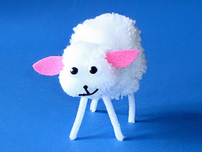 aus Wolle ein Schaf basteln
