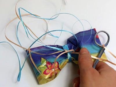 Geschenkband kräuseln