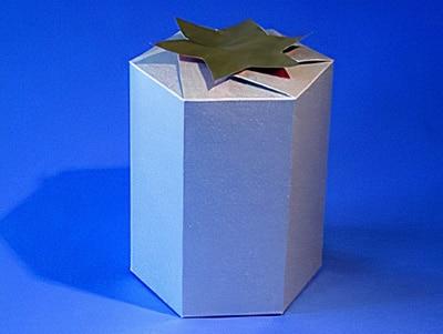 Schön verpacken mit einer sechseckigen Schachtel