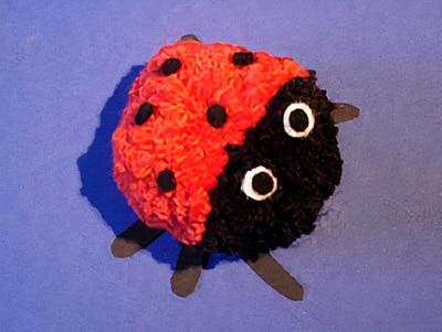 Marienkäfer aus einem Pompon basteln